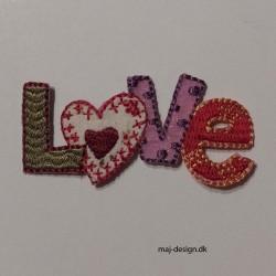 Broderet strygemærke LOVE 6x2,5 cm