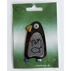 Pingvin Sort/grå m/blå fødder strygemærke 8 cm høj