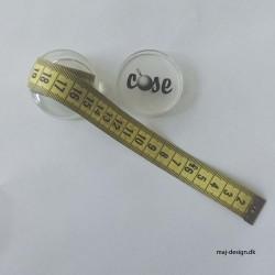 Målebånd 1,5 m i lille gennemsigtig æske