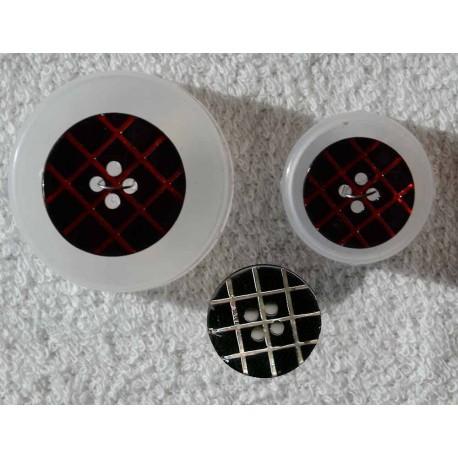 4-huls knap perlemor rød/sort ternet 18mm