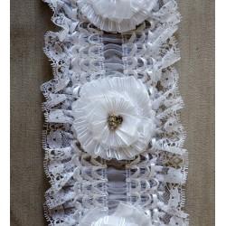 Bred Hvid elastikblond m/roset og sten, 12cm