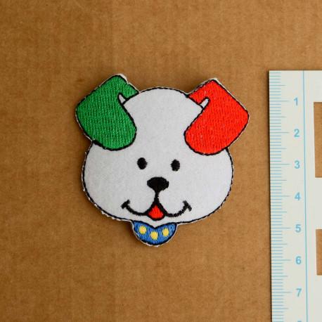 Hvidt hundehoved m/rød/grønt øre broderet strygemærke