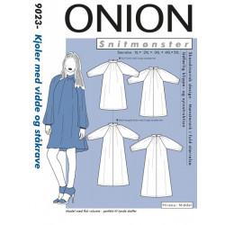 Kjole m/vidde og ståkrave plusmode Onion snitmønster 9023
