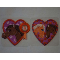 Hjerte m/2 heste 6,5x6,5cm Strygemærke