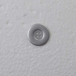 Sølvfarvet knap 4 hul 28mm