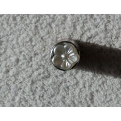 Sølvfarvet blomster knap m/øje 10mm