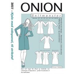 Kjole med sidepanel til strikstof onion snitmønster 2051