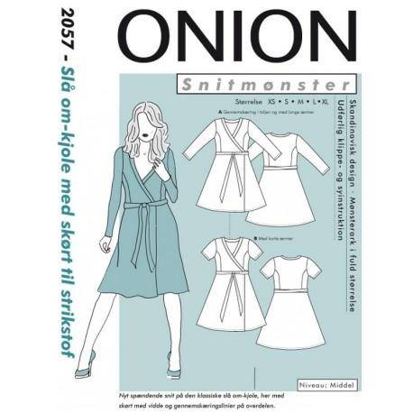Slå om-kjole med skørt Onion snitmønster 2057