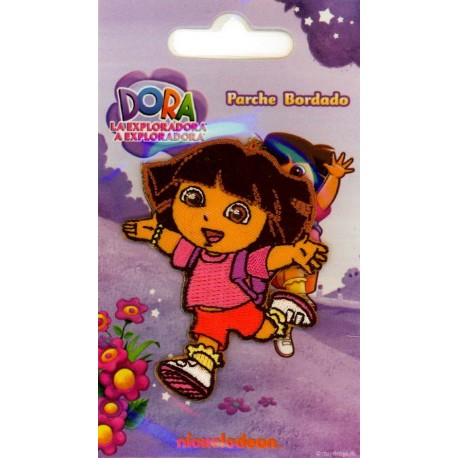 Strygemærke Dora i løb 6,5x5 cm