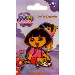 Dora m/rygsæk 6x4,5 cm Strygemærke