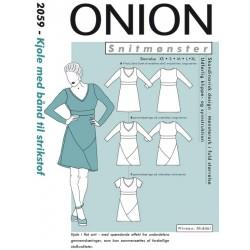 Kjole med bånd, til strikstof Onion snitmønster 2059